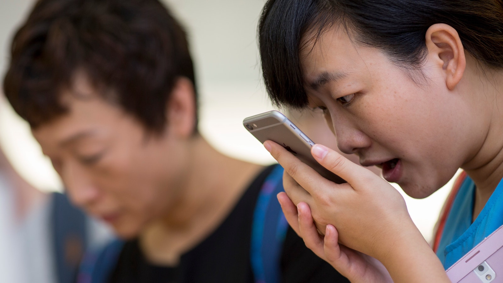 A customer using Apple's Siri feature. Photo by Bloomberg.