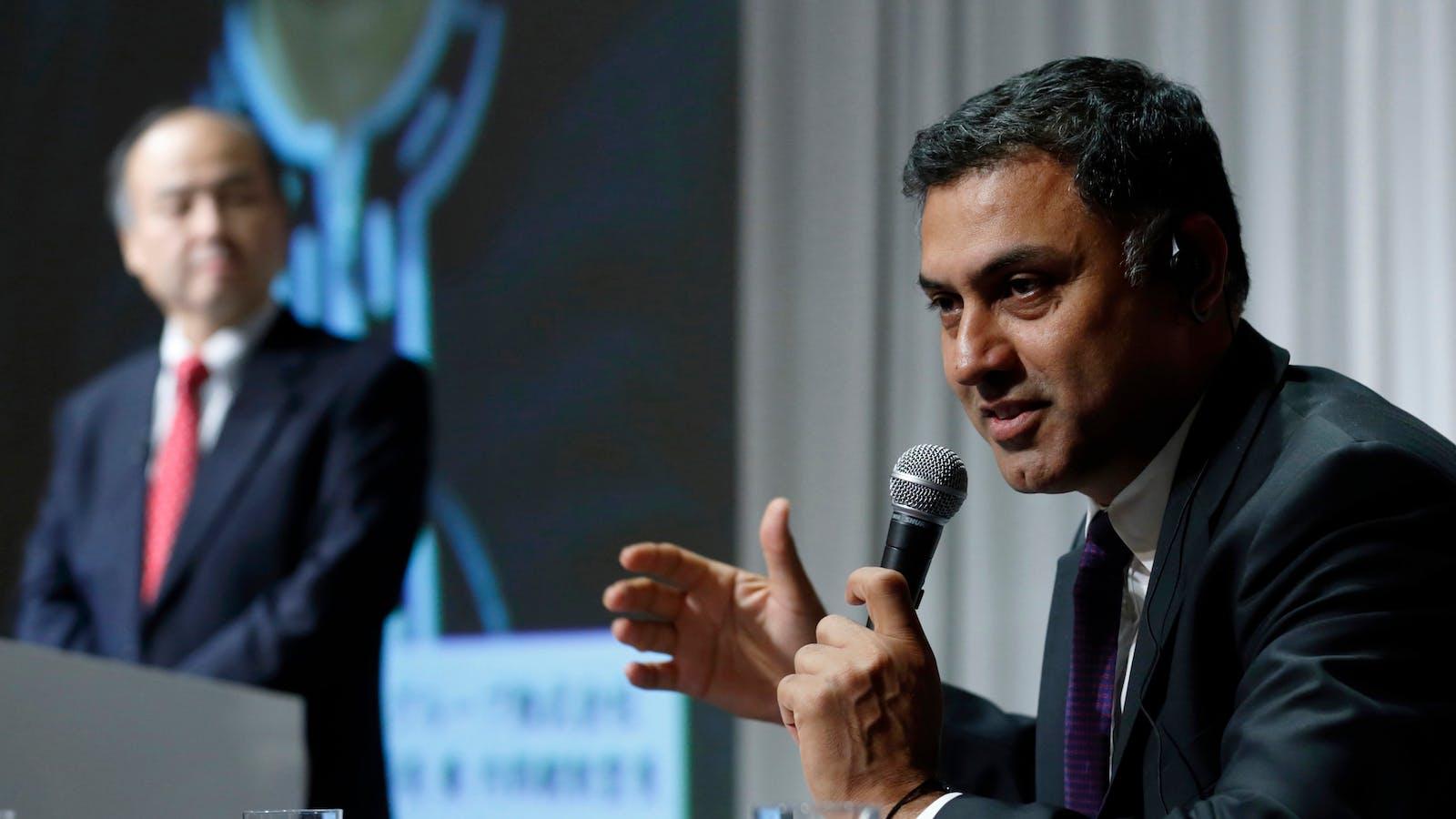SoftBank's investment chief, Nikesh Arora, right. Photo by Bloomberg.