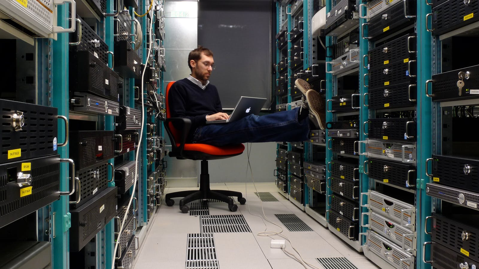 Working in a datacenter. Photo by Flickr/Leonardo Rizzi.