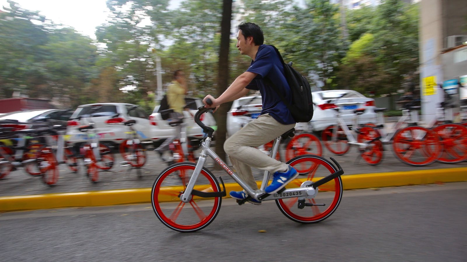 A Mobike user in Shanghai. Photo by AP.