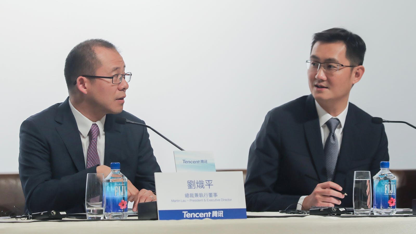 Tencent president Martin Lau and CEO Ma Huateng. Photo by Bloomberg.