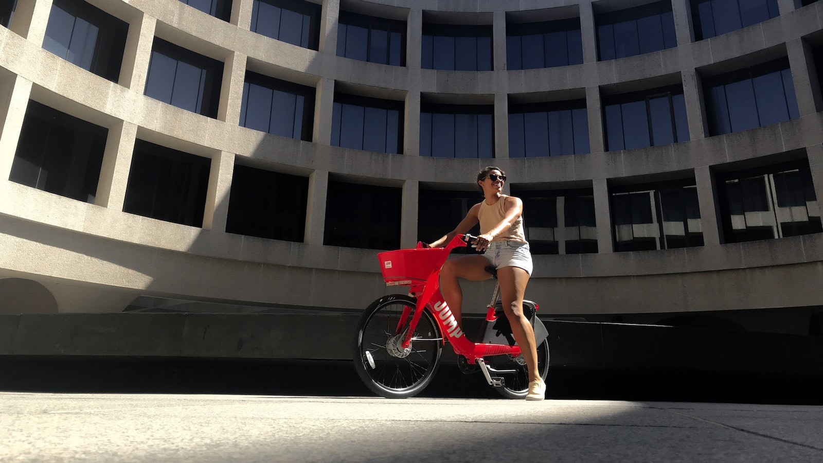 "A Social Bicycles ""Jump"" e-bike in front of the Hirshhorn Museum in Washington, D.C. Photo: Social Bicycles"