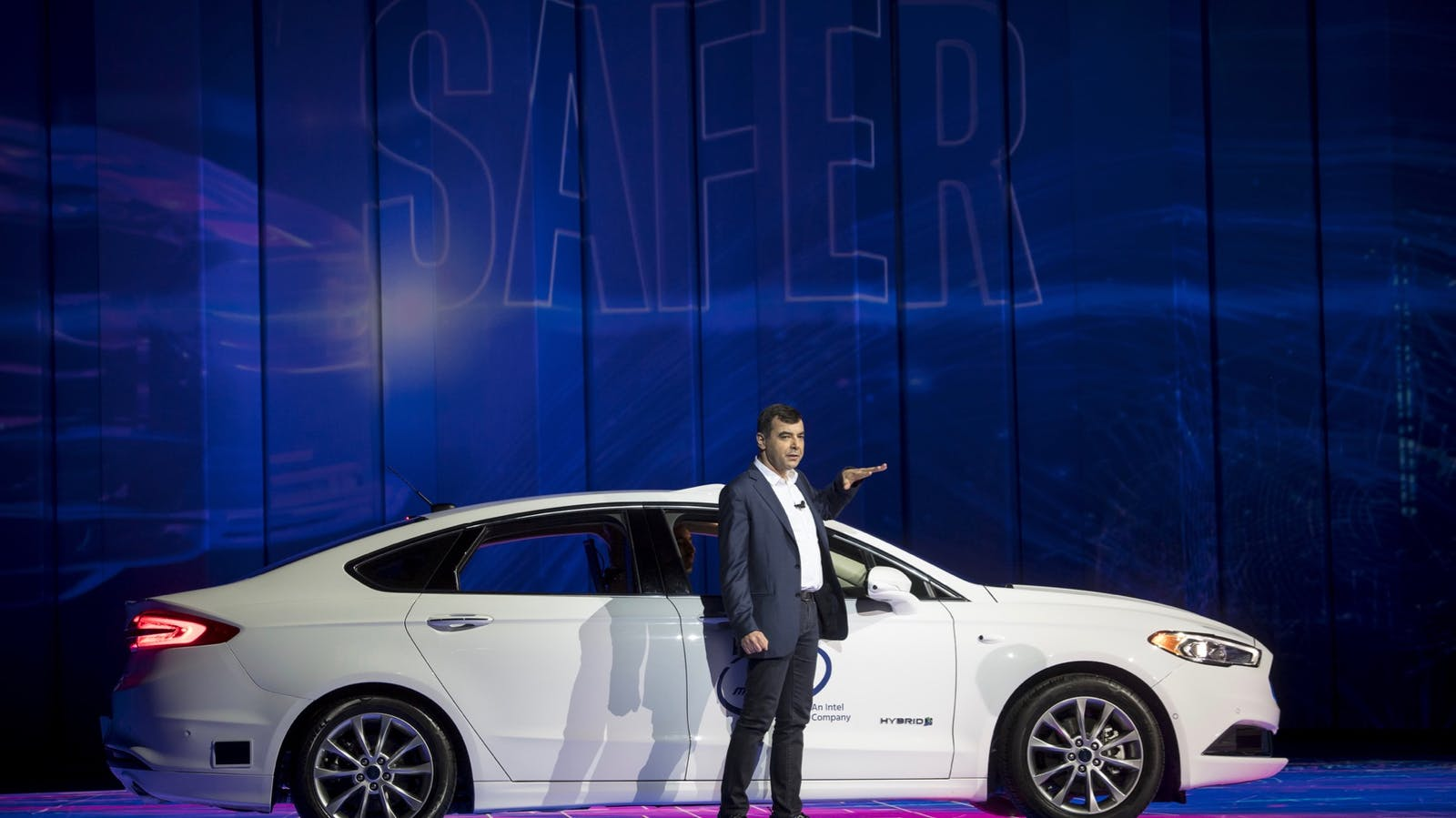 Mobileye CEO Amnon Shashua speaks at CES on Jan. 8. Photo: Bloomberg