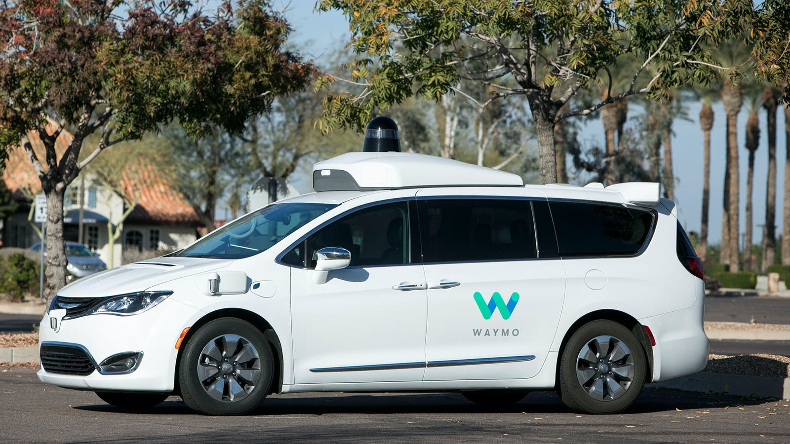 A Chrysler Pacifica hybrid outfitted with Waymo's self-driving technology, in Tempe, Arizona. Photo by AP