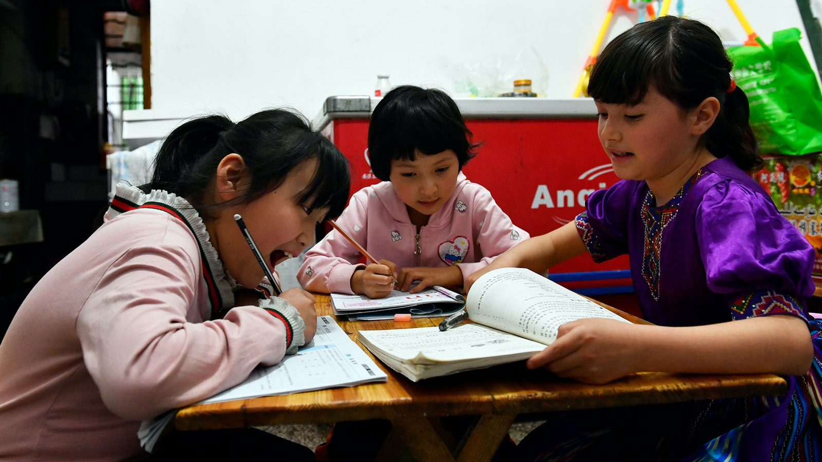 Primary school students in China doing homework  Photo: AP