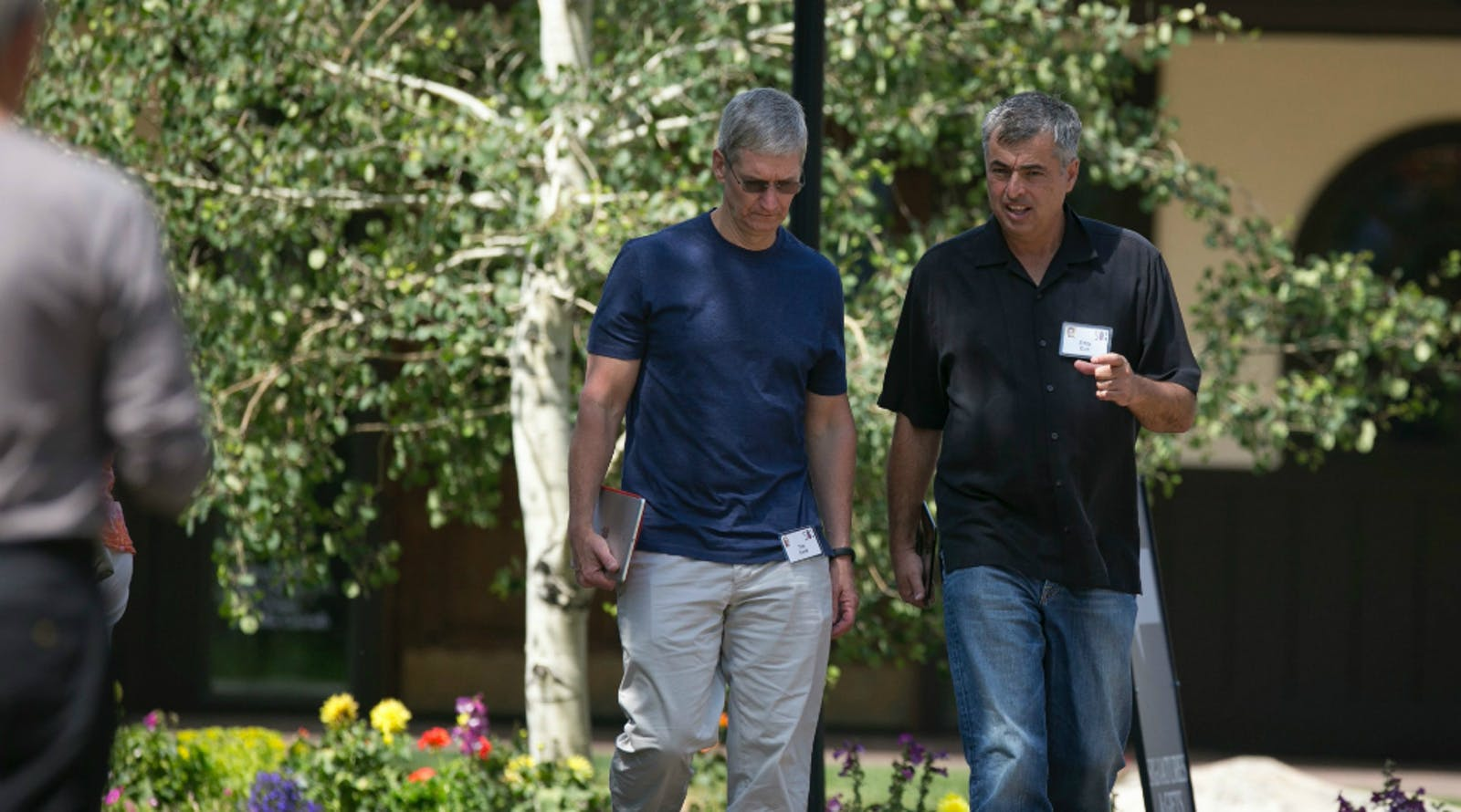 Apple CEO Tim Cook and Senior Vice President Eddy Cue. Photo by Bloomberg.