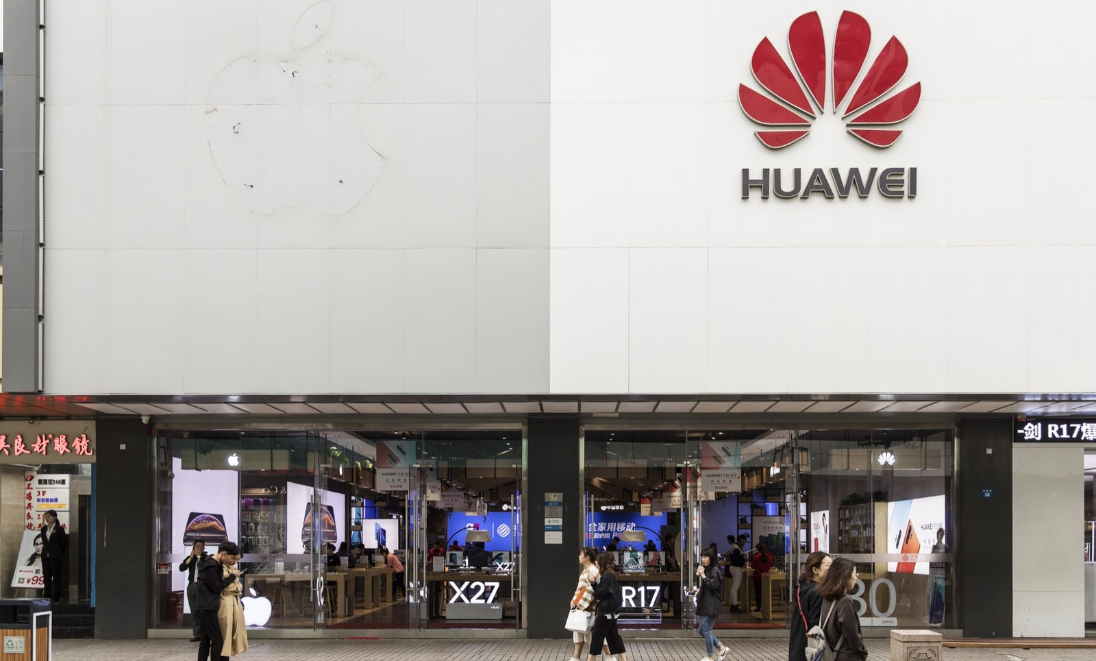 A Huawei store. Photo by Bloomberg.
