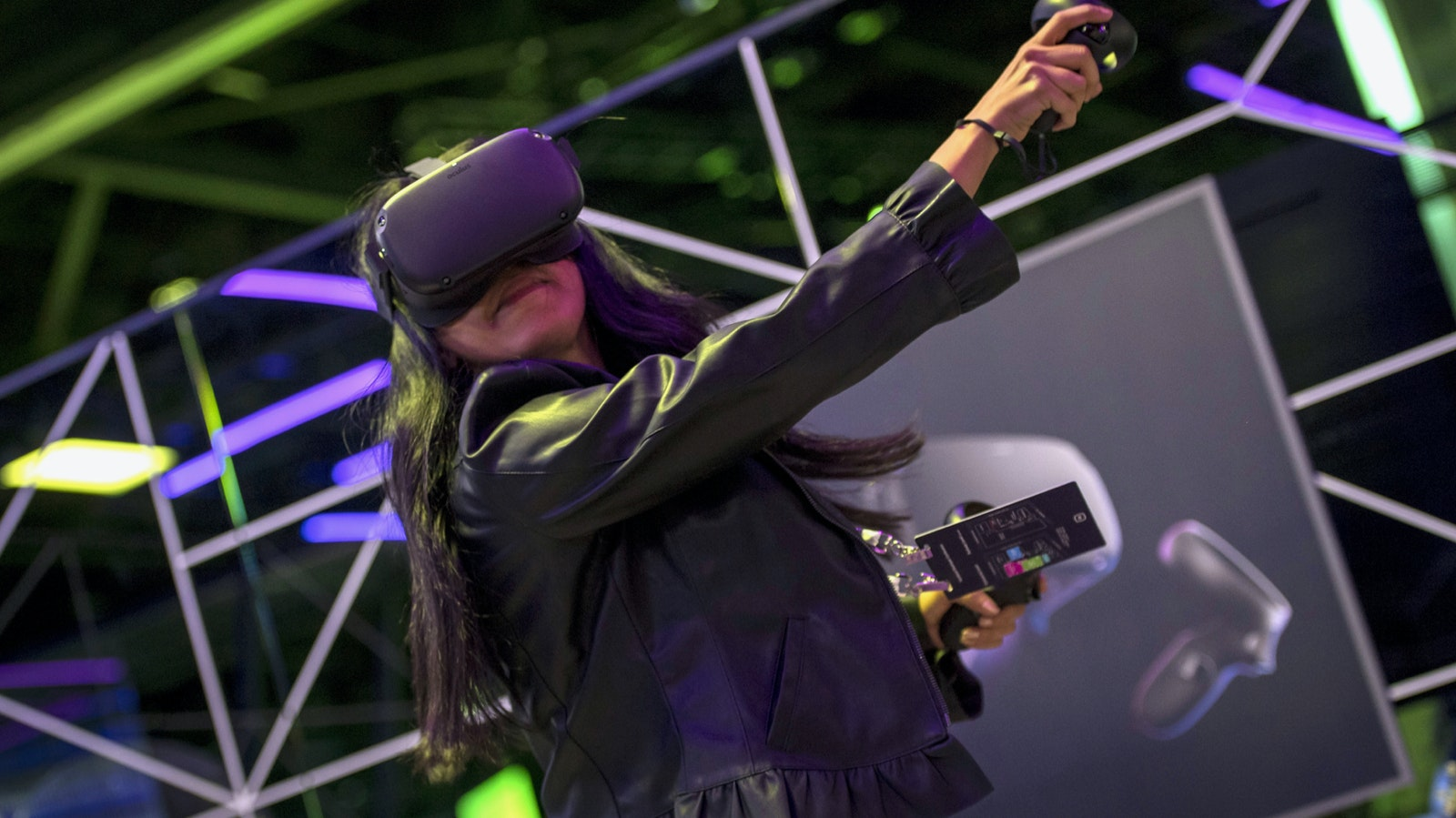 An attendee at a Facebook conference using the Oculus Quest virtual reality headset. Photo by Bloomberg