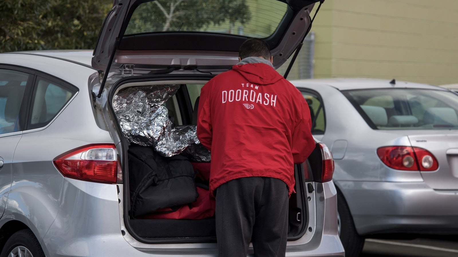 A DoorDash delivery person. Photo by Bloomberg