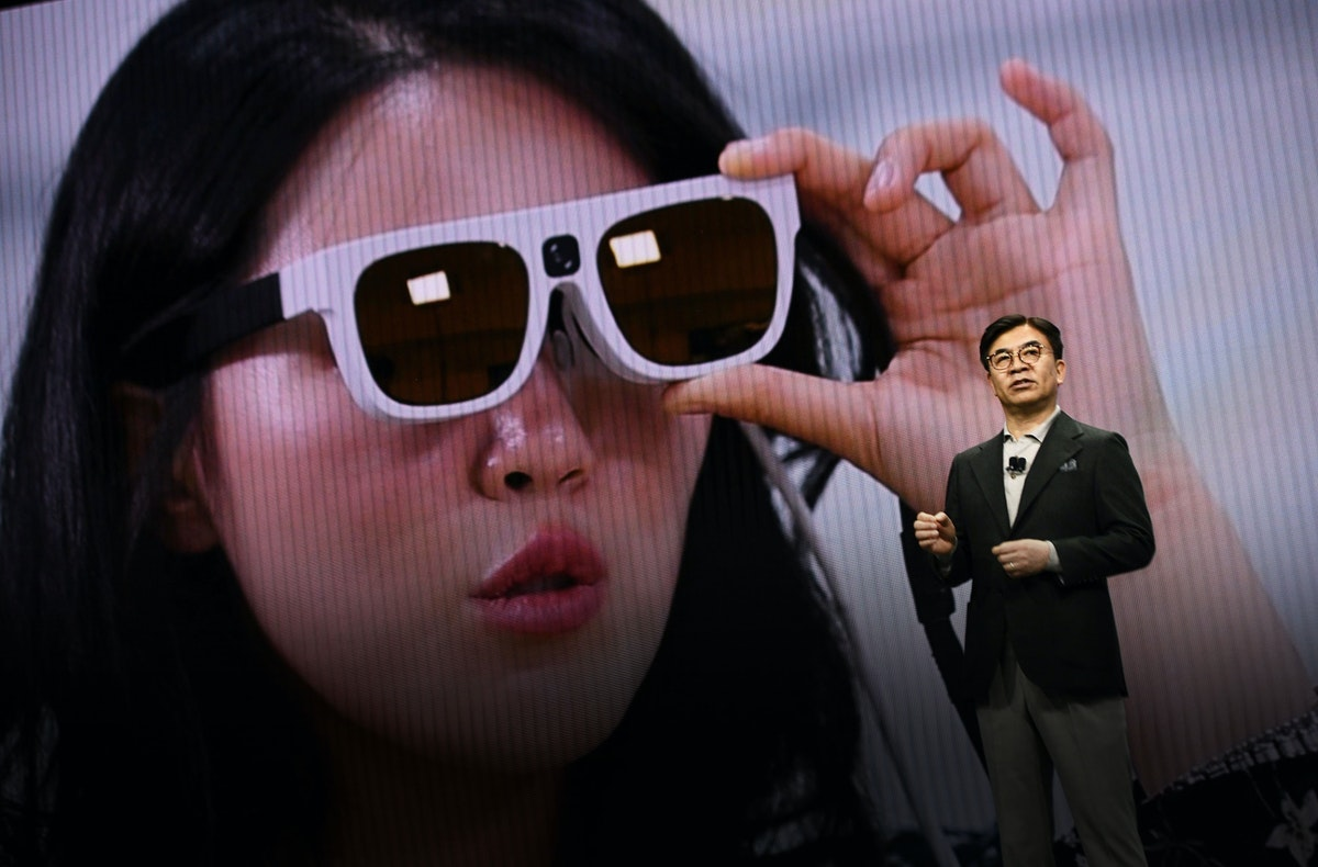Hyun-Suk Kim, president and chief executive officer of Samsung Electronics, speaking at CES this week. Photo by Bloomberg