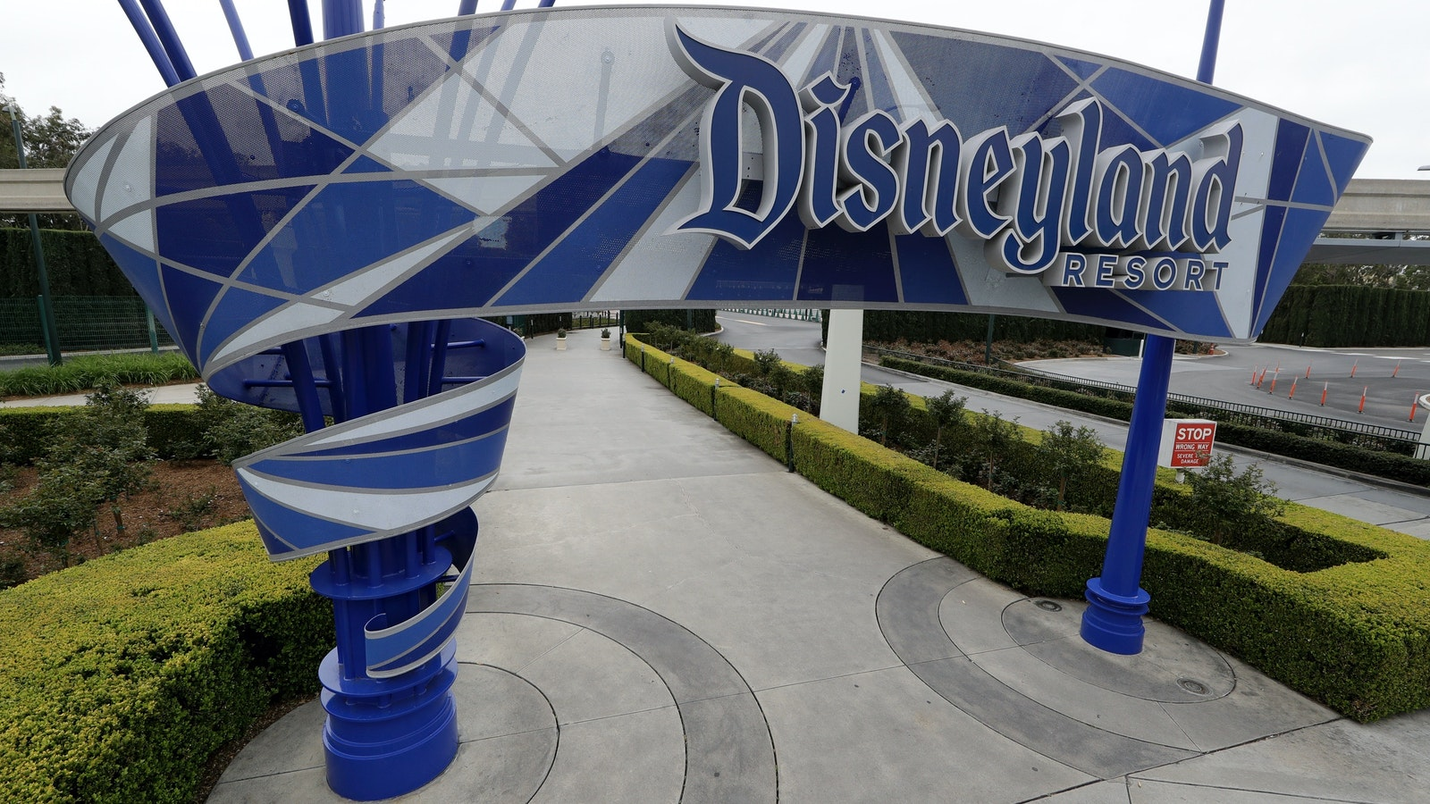 The entrance to Disneyland in Anaheim, Calif. resort last March when the coronavirus pandemic forced the park to close. Photo by AP