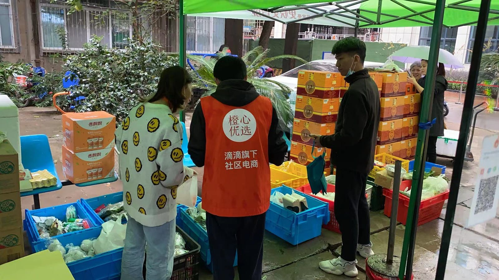 Groceries being distributed from a local shop working with Didi Chuxing. Photo provided by Didi Chuxing.