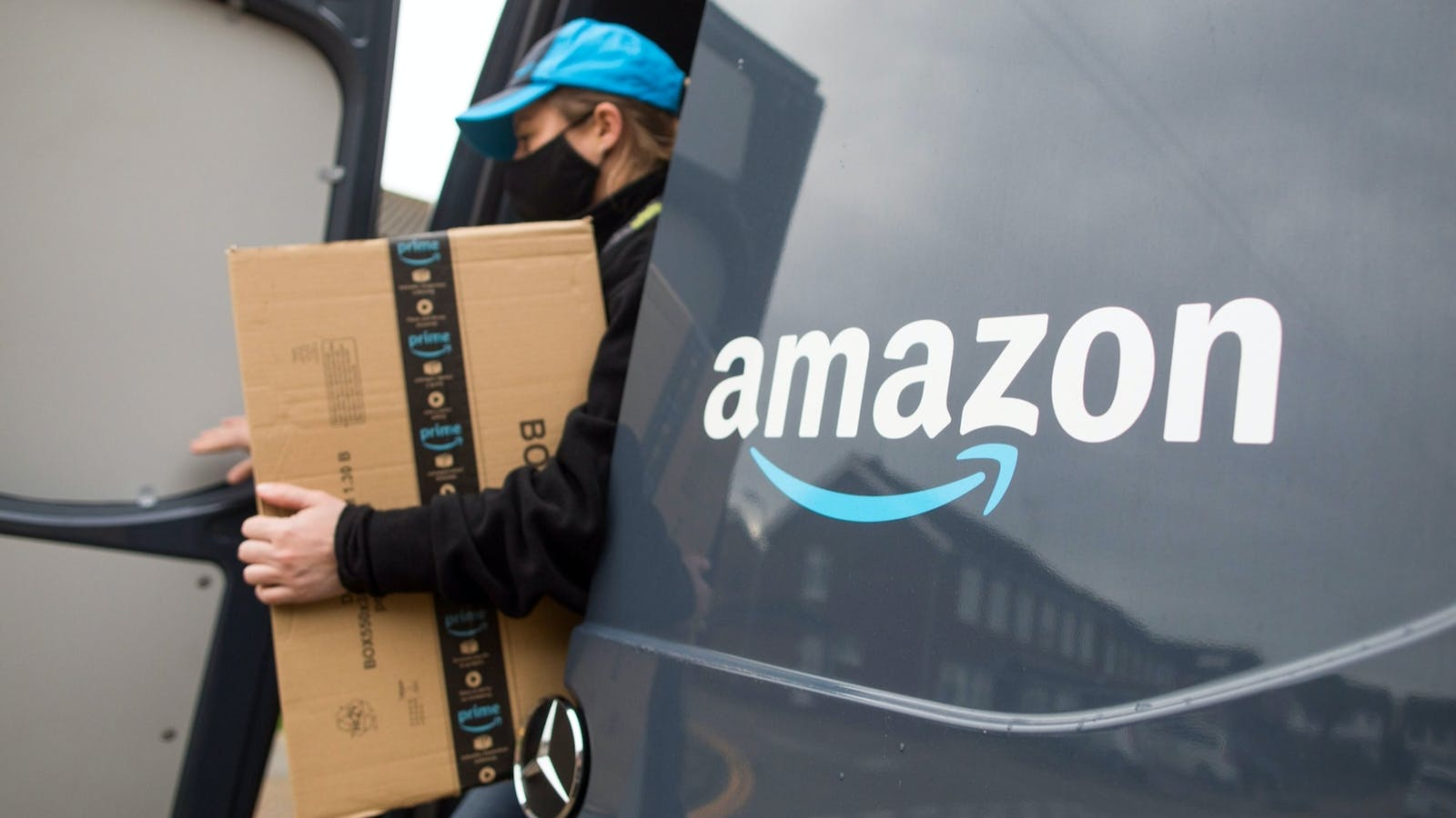 An Amazon delivery driver. Photo by Bloomberg