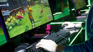 An attendee plays Fortnite during the E3 Electronic Entertainment Expo June 11, 2019. Photo: Bloomberg