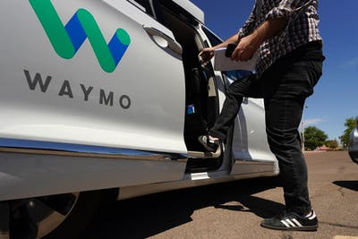 A Waymo minivan arrives to pick up passengers for an autonomous vehicle ride, Wednesday, April 7, 2021, in Mesa, Ariz. Photo: AP