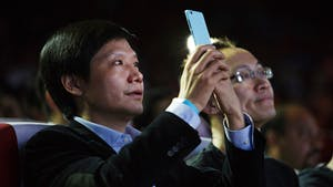Xiaomi CEO Lei Jun, left. Photo by Bloomberg.